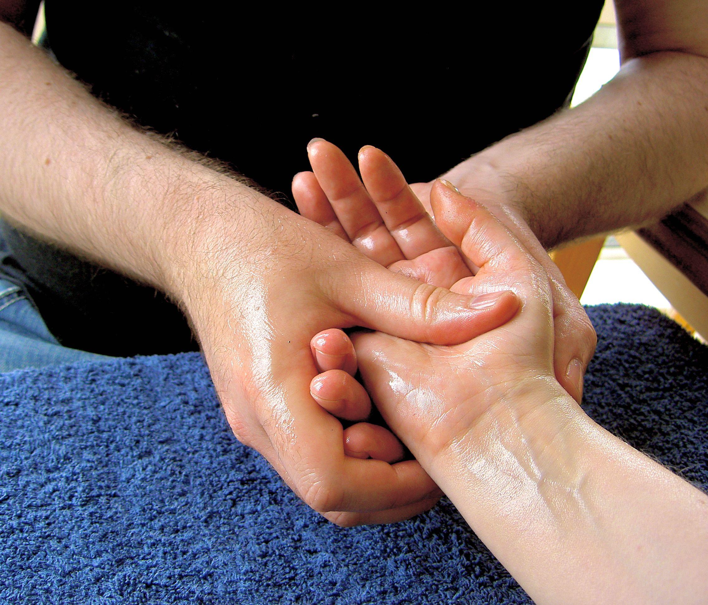 Massage-hand-4